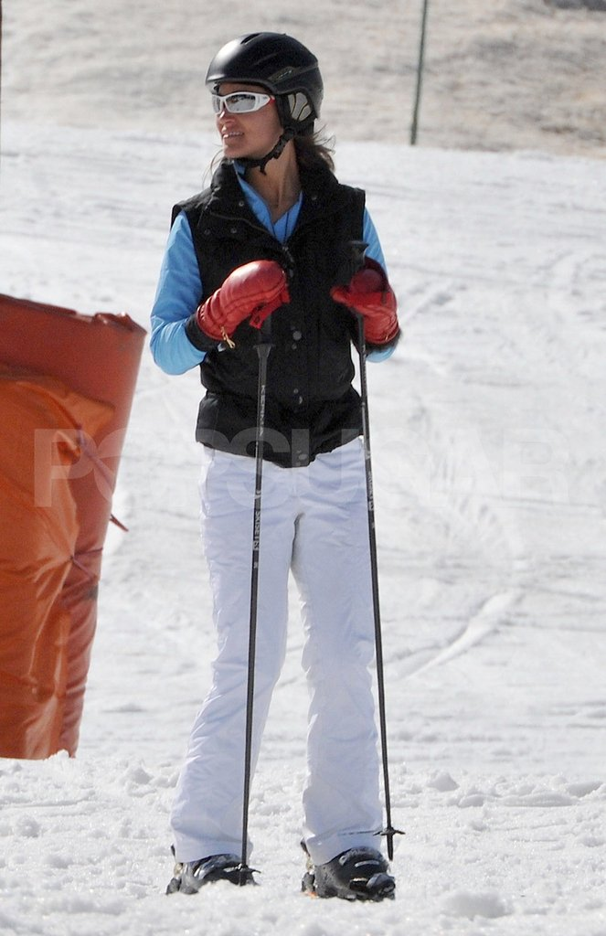 Pippa Middleton wore red gloves while skiing in France.