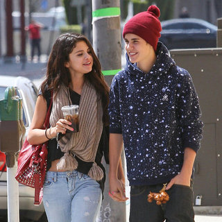 Justin Bieber and Selena Gomez Holding Hands Pictures