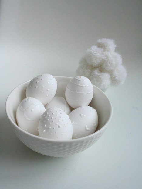 Minimalist and chic, these textured eggs require white and puffy paint.