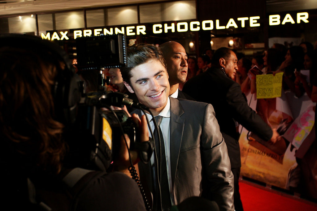 Zac Efron happily chatted with foreign press.