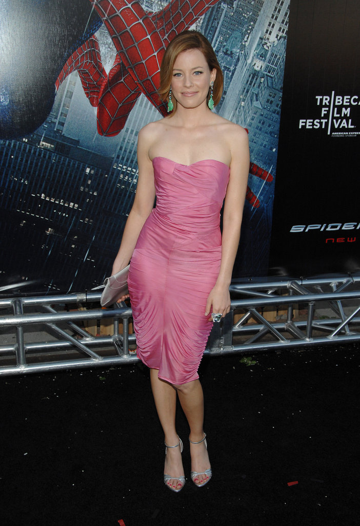 Elizabeth Banks paired bright green earrings with a pink strapless number during the Spider-Man 3 premiere in April 2007.