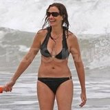 Julia Roberts hung out in Hawaii in a black bikini.