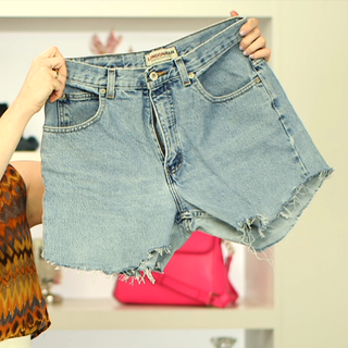 Step By Step Video On How To DIY the Perfect Pair of Denim Cut Off Shorts!