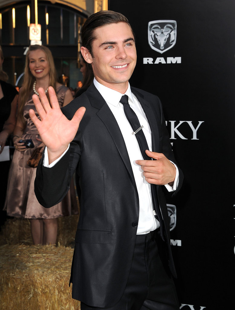 Zac Efron waved at the premiere for The Lucky One in LA.