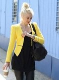 Gwen Stefani took her sons to an ice-skating rink in LA wearing a yellow blazer from Zara.