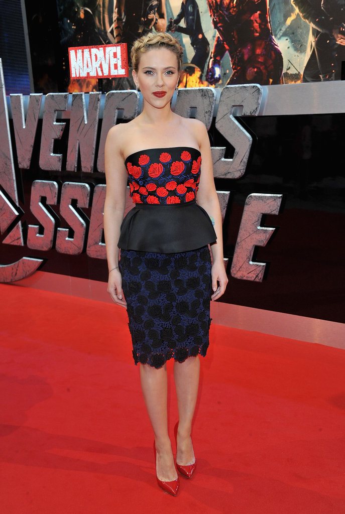Scarlett Johansson echoed the red on her Prada frock with a pair of Christian Louboutin pumps.  6742110