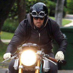 Ryan Reynolds Motorcycle on Ryan Reynolds Riding Motorcycle Pictures