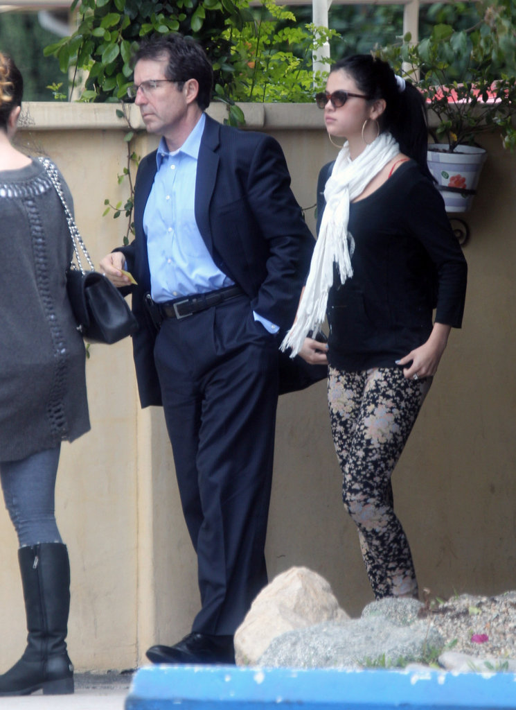 Selena Gomez enjoyed lunch with her mom in LA.