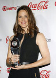 Jennifer Garner posed with her award for female star of the year at the CinemaCon awards ceremony in Las Vegas.