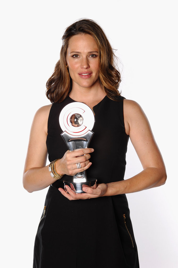 Jennifer Garner held her award for female star of the year at the CinemaCon awards ceremony in Las Vegas.