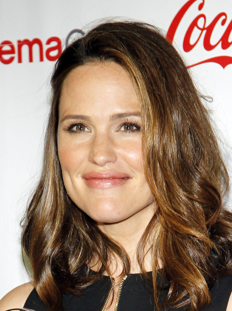 Jennifer Garner gave a smile on the red carpet at the CinemaCon awards ceremony in Las Vegas.
