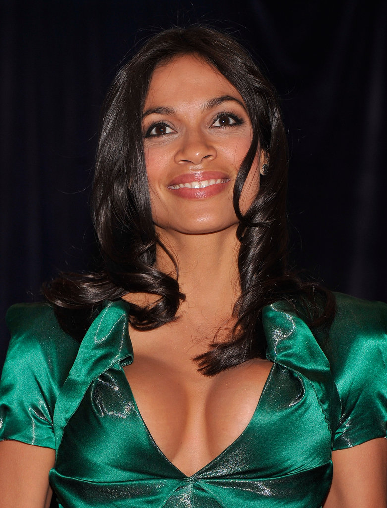 Rosario Dawson looked gorgeous in green.