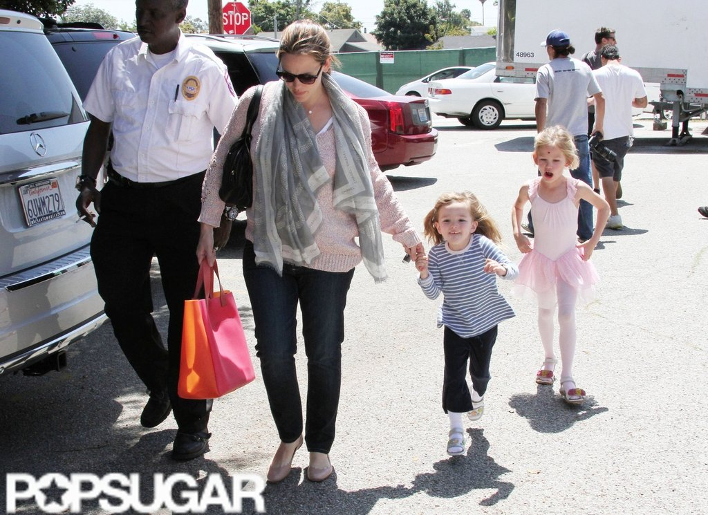 Jennifer Garner led the way as Seraphina Affleck and Violet Affleck walked ran behind to the car in LA.
