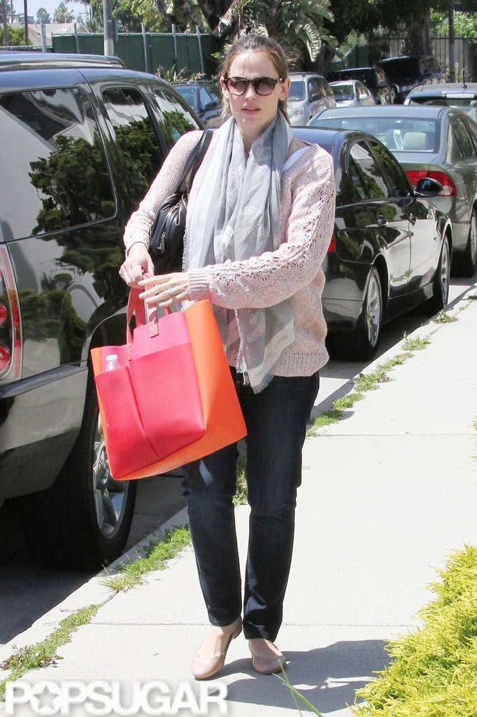 Jennifer Garner carried a red and orange tote to pick up Violet Affleck from a ballet class in LA.