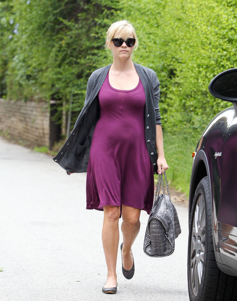 Reese Witherspoon carried her bag as she walked to her car in Brentwood.