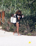 Beyoncé Knowles headed to the beach during a March 2007 getaway.