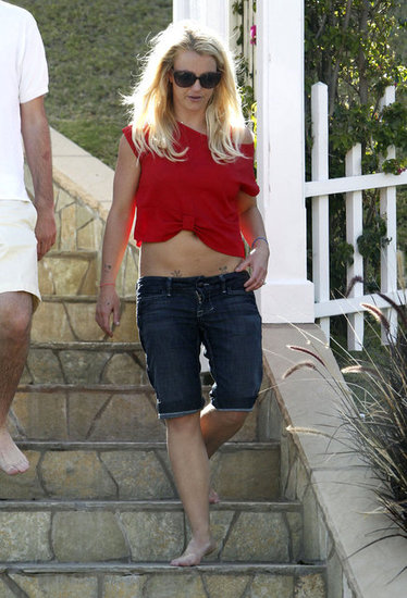 Britney Spears showed her stomach.