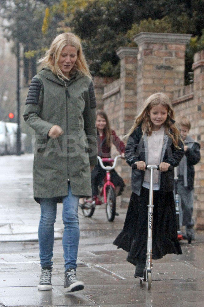 From light and sandblasted to minimalist white, Gwyneth Paltrow favors skinny jeans in every wash. When running around with kids Apple and Moses, all she really needs are her Mackage jacket and high-top Converse sneakers.