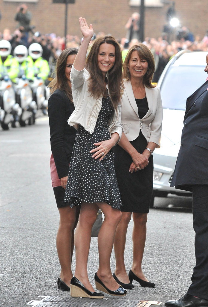 Kate Middleton arrived at The Goring Hotel with her mum, Carole, and sister Pippa Middleton in April 2011.