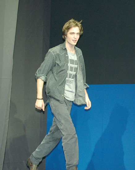In November 2005, Robert Pattinson was in Tokyo for a Harry Potter and the Goblet of Fire press conference.