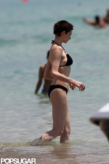 Anne Hathaway wore a black two-piece in Miami.