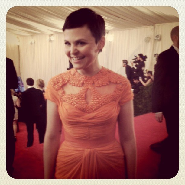 Ginnifer Goodwin stopped to chat on the red carpet, looking beautiful in her Monique Lhuillier confection.
