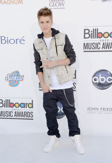 Justin Bieber Takes a Casual Approach at the Billboard Music Awards