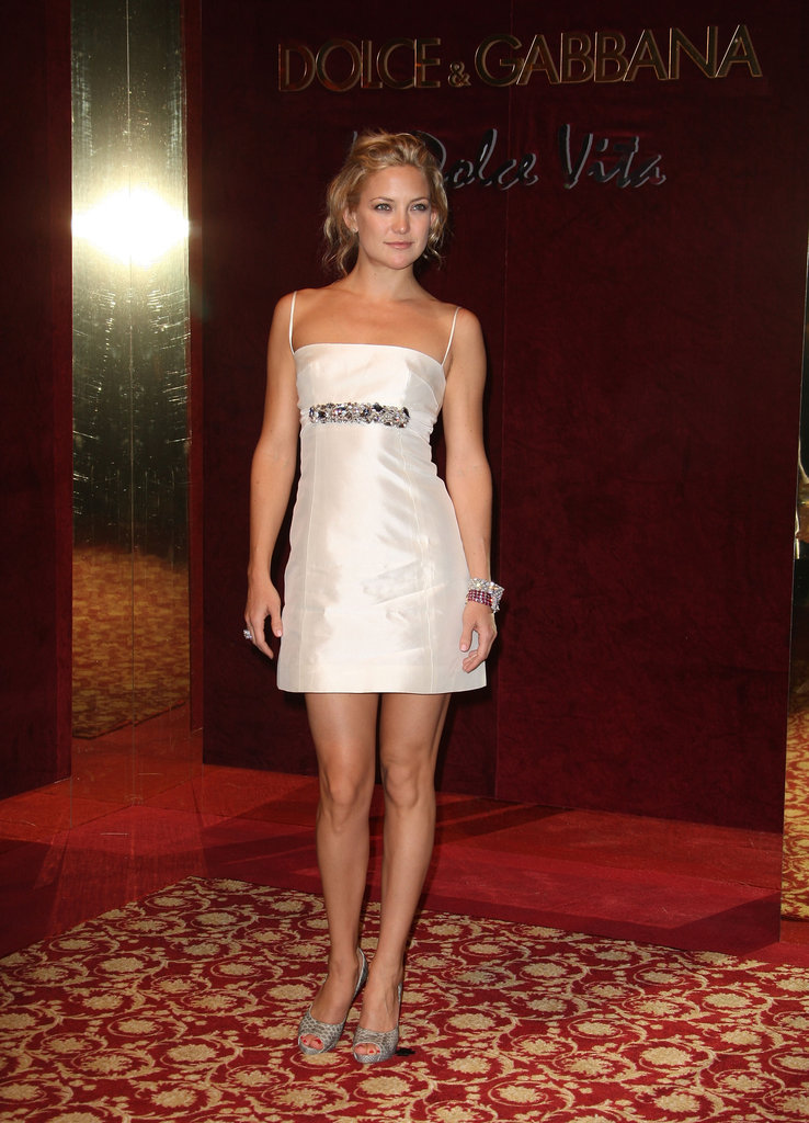 Kate Hudson walked into the Dolce and Gabanna party at the 61st International Cannes Film Festival in 2008.