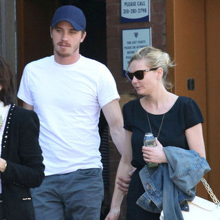Kirsten Dunst and Garrett Hedlund Holding Hands Pictures