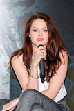 Kristen donned her signature mussed-up tresses and natural makeup for the movie's Mexico City press conference.
