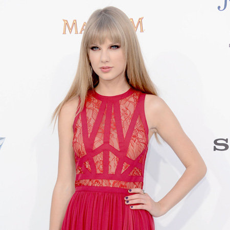 Taylor Swift in Red Elie Saab Pictures at 2012 Billboard Music Awards
