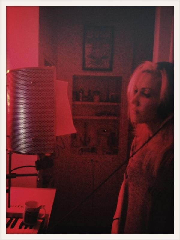 Gwen Stefani and the boys of No Doubt had a late night in the recording studio.  Source: Twitter user nodoubt