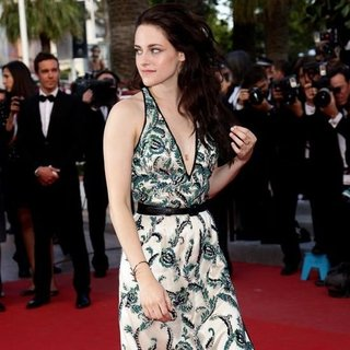 Kristen Stewart On the Road Cannes Premiere (Video)