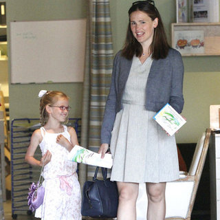 Jennifer Garner and Violet Affleck at Color Me Mine LA Pictures