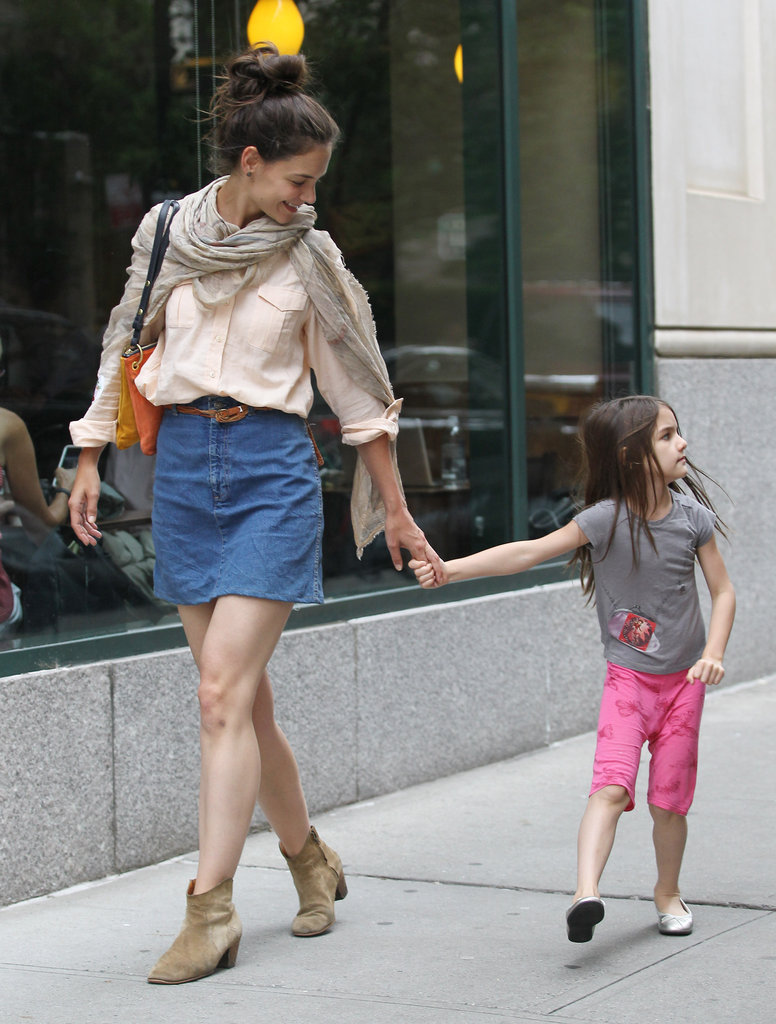 Katie Holmes led the way as she and Suri Cruise had a mother-daughter day.