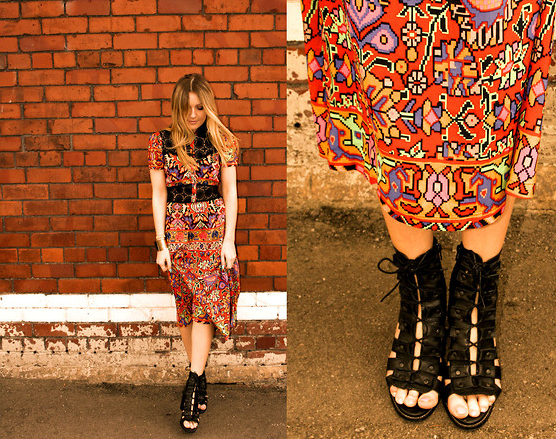 Temper a whimsical print with cool-girl footwear for an unexpected seasonal style.  Photo courtesy of Lookbook.nu