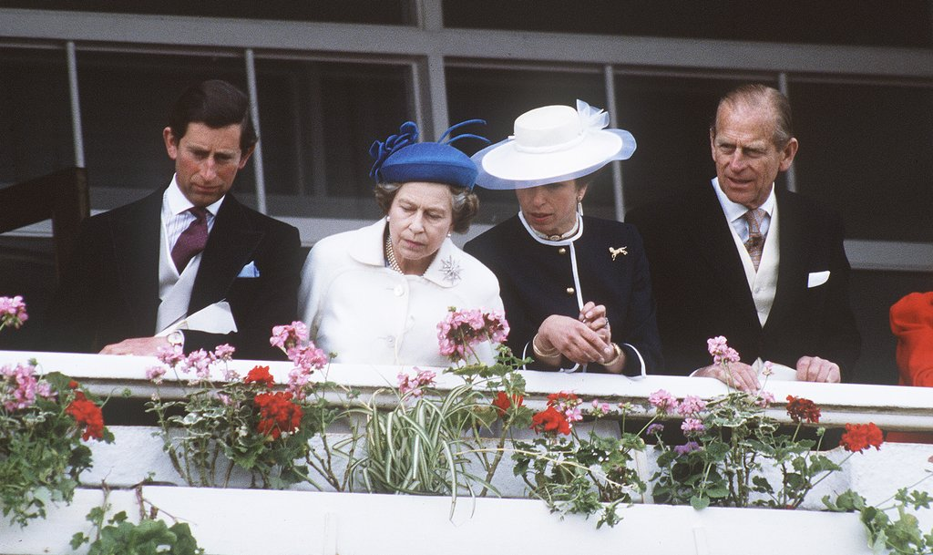 In 1986, Queen Elizabeth II stood with the Duke of Edinburgh, the Prince of Wales, and the Princess Royal.