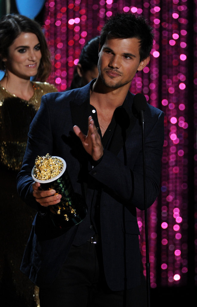 Taylor Lautner waved to the audience.