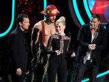 Elizabeth Banks had fun on stage with Channing Tatum, Matthew McConaughey and Joe Manganiello.