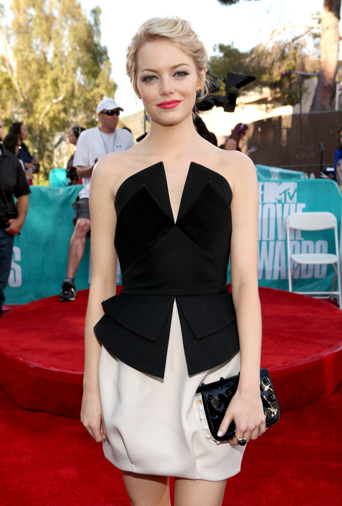 Emma Stone wore bright lips to the MTV Movie Awards.