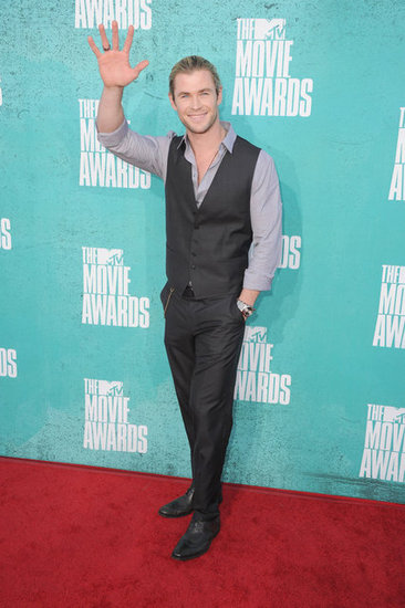 Chris Hemsworth waved at the MTV Movie Awards.
