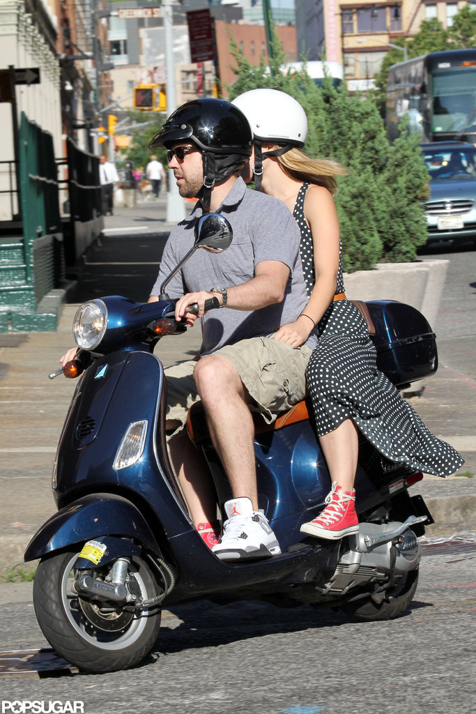 Olivia Wilde and Jason Sudeikis toured around NYC on a Vespa together.