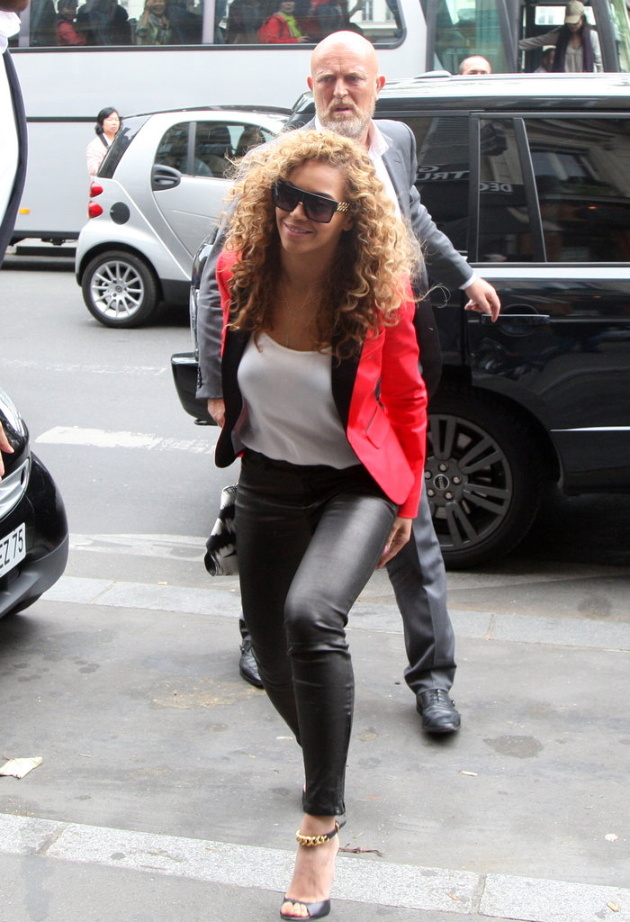 Beyoncé showed off her figure in black leather pants.