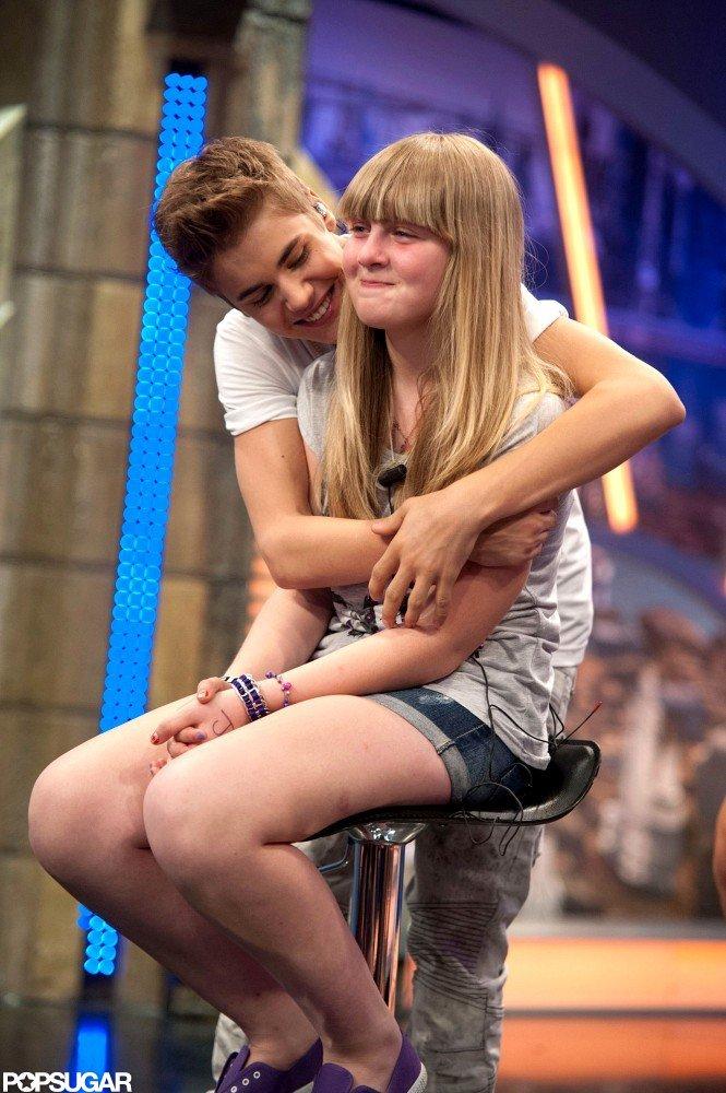 Justin Bieber hugged a fan on El Hormiguero.