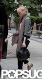 Emma Stone carried a black bag.