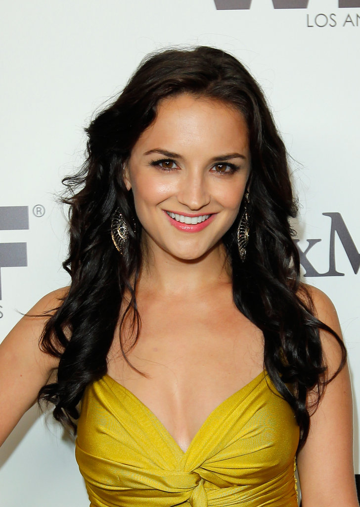 Rachael Leigh Cook looked ready for Summer in hot yellow.