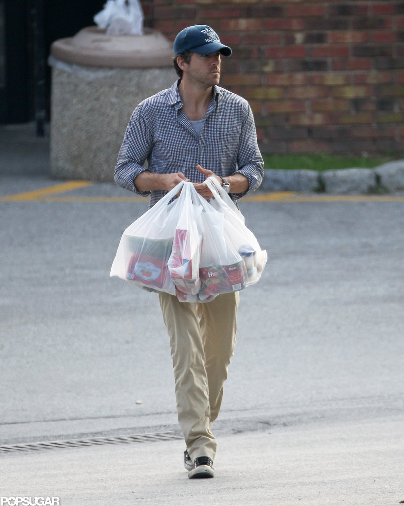 Ryan Reynolds carried all of the grocery bags while out shopping with Blake Lively in New York.