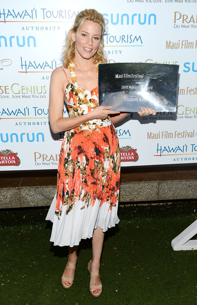 Elizabeth Banks with her award at the Maui Film Festival.