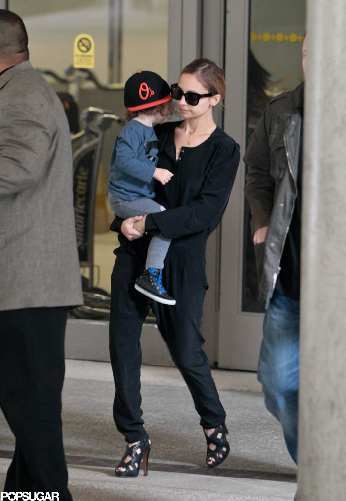 Nicole Richie held on to Sparrow Madden as they made their way through the airport.