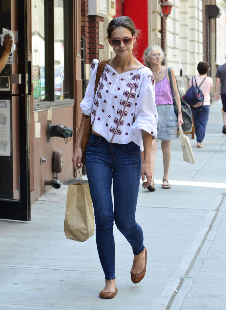 Katie Holmes carried a bag of groceries in NYC.
